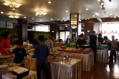 13.春休みの西伊豆1泊旅行 アクーユ三四郎 レストラン西海岸のバイキングの朝食