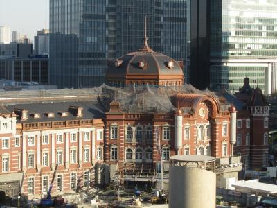 新丸の内ビル7階テラスより見られる東京駅丸の内側の風景