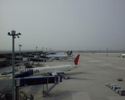 2005年5月1日の中部国際空港とANAの新ユニフォーム