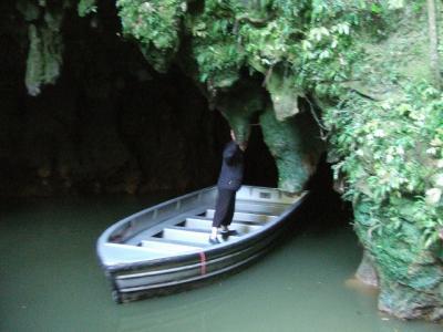洞窟の中で見る満天の星空:ワイトモ洞窟 NZドライブ紀行 2012.05 vol.3