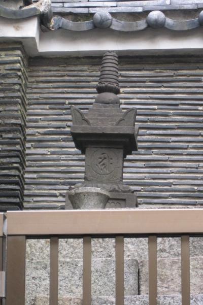 2012春、大須商店街散策(2)織田信秀公墓所、墓碑、仏座像、重軽地蔵尊