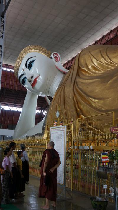 デカっ!!ヤンゴン市の巨大寝仏