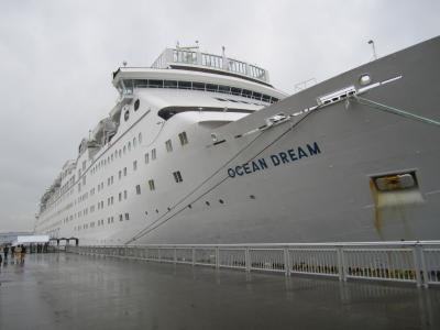 名古屋港に停泊中のピースボート「オーシャンドリーム」