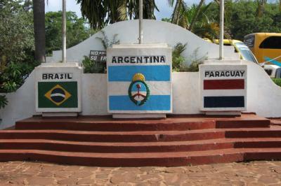 アルゼンチン、ブラジル、パラグアイの三国間国境を眺めて
