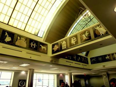 msa900南米9章周遊旅情⑦モダン絵画美術館にいるようなホヘル・ぺジャス空港待合室 in リマ