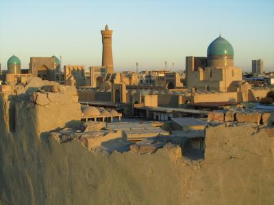 2011年秋ウズベキスタン旅行第3日目(4)ブハラ:自称ガイドにぼったくられなければサイコーだつた(!?)、アルク城と旧市街の夕景
