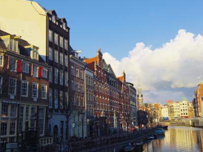 市場と街歩き、そしてコンセントへボウも満喫、アムステルダム