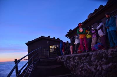 天気晴天なれど風強し、極寒の中、トラブル続出の4度目の富士登山