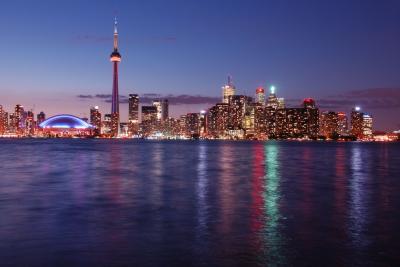 米東海岸わがまま歩き⑰ オンタリオ湖に浮かぶトロント島から見たCNタワーの夜景は最高だった!!