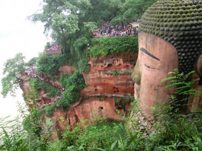 初めての中国は四川省、九塞溝・黄龍の旅<2> 蒸し暑さにめげた楽山大仏と九寨溝への遠い道