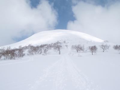 チセヌプリ山スキー登山