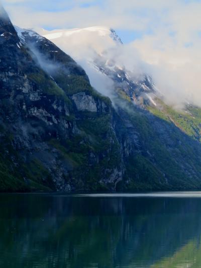 北欧GR35 NOR13  ガイランゲルフィヨルドのクルーズで(前編) ☆断崖の滝・静謐な水面と