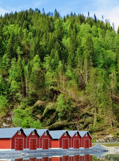 北欧GR37 NOR15  ヘルシルト~ブリクスダールは絶景ルート ☆山岳と湖水の美
