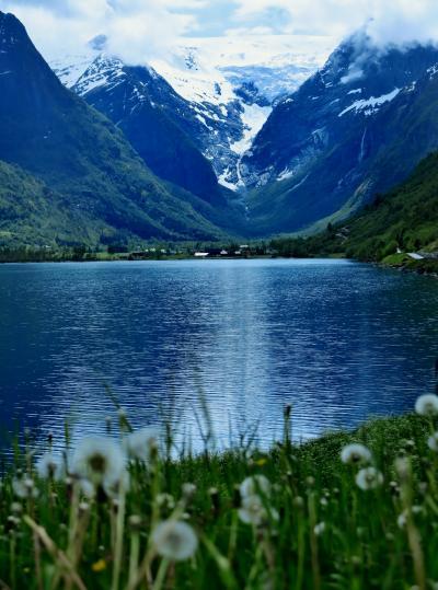 北欧GR40 NOR18  オルデ湖、氷雪の融水を湛えて ☆湖畔に咲く花も