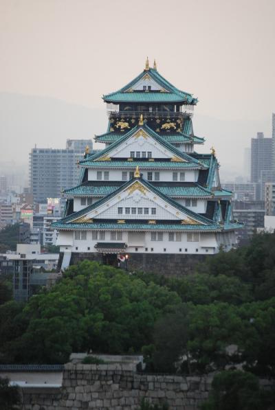 ホテルから眺められる大阪城付近の風景