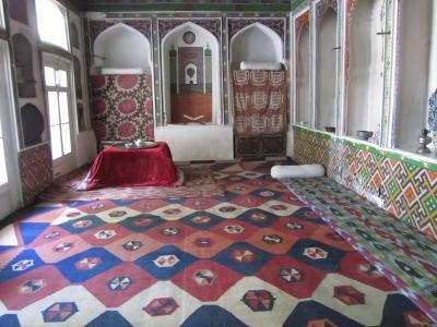 2011年秋ウズベキスタン旅行第5日目(4)サマルカンド:中央アジア世界では名高い文学者サドルディン・アイニーの家~伝統的な部屋と近代的な部屋が同居