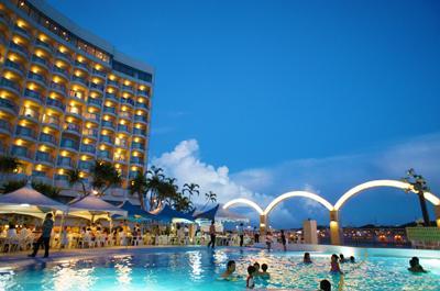 沖縄でシーカヤック&ホテルのプールでのんびり5日間