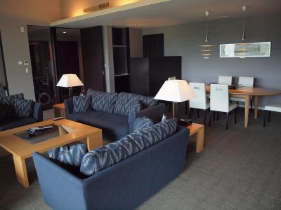 お盆の箱根旅行 VIALA箱根翡翠に1室しかない6人用スイートルームに宿泊 2012年8月