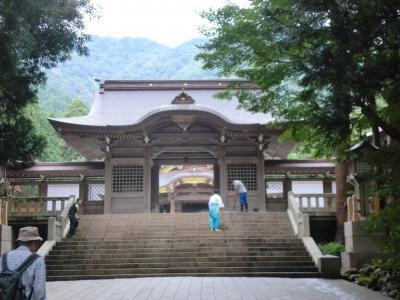 越後一ノ宮・弥彦神社に詣で弥彦山頂上から佐渡島を望む