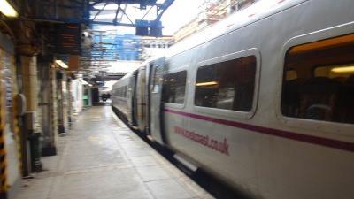 英国の鉄道乗車記(1) イースト・コースト本線(5) ベリック・アポン・ツィート駅から終点エジンバラのウェイバリー駅に到着後バスに乗るまでの風景