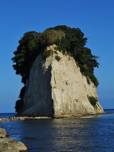 能登11 見附島、軍艦島の浜で縁結びを願い ☆景勝地ものどかに