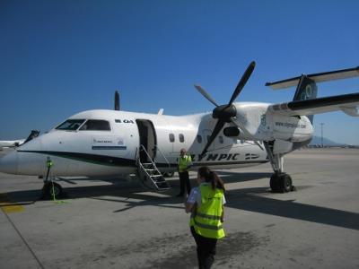 ギリシャ キクラデス諸島 パロス島へ エーゲ海をプロペラ機で空の旅 (DHC−8−100)