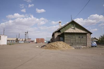 モンゴル【1】砂とガラス片のザミンウードをさまよう