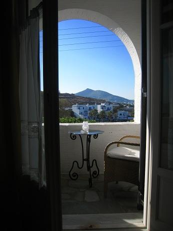 ギリシャ キクラデス諸島 パロス島へ 空港から港町ナウサのホテルへ~港町ナウサ午後の散策編その1。