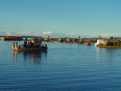 ペルー旅行記⑥ 神秘の湖、チチカカ湖で暮らすウロス島の人々♪スローライフでほっこり(~○~)