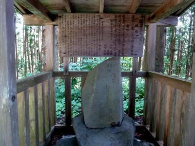 奥の細道を訪ねて第11回14芭蕉が羽黒山参詣の際最初に訪れた手向村の図司佐吉(呂丸)宅跡と佐吉と芭蕉の句碑が立つ島崎稲荷神社