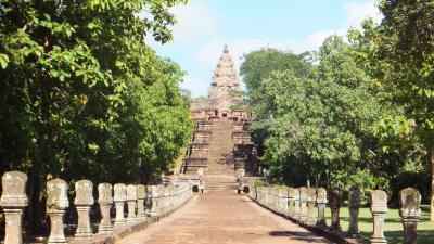 週末旅行 タイ東北部のクメール遺跡を尋ねて その3 コラート(ナコーンラーチャシーマー)からブリラム パノムルン遺跡 Prasat Phnom Rung。遺跡のパンフレットの説明追加。
