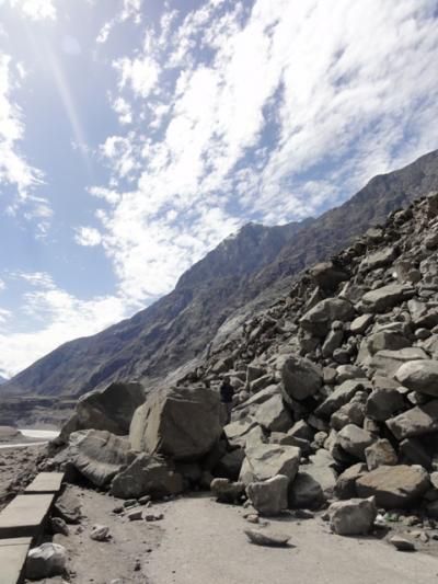 岩雪崩を乗り越えて・・・フンザへの長い道のり