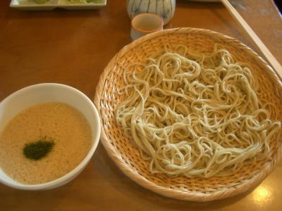 蓼科のランチは,もちろん,蓼科蕎麦。サイコーの味です。