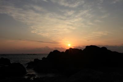 室戸岬の朝日となぜか猫