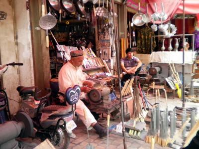 ユーラシア 西へ30: カシュガル 「職人街」 と 「青年旅舎」
