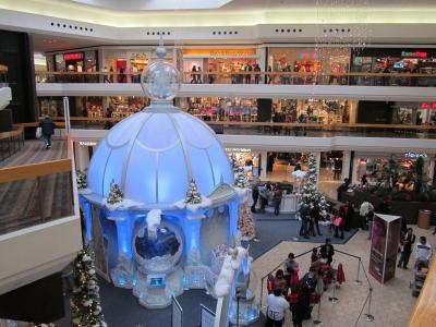 妻の見送りとショッピングモールのクリスマス