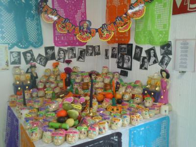 メキシコの「死者の日」の飾りつけ