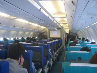 ボーイング767-300にのって成田まで。イタリアへの出発です。