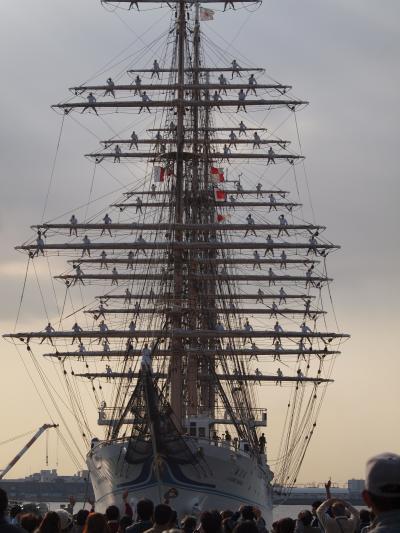 海王丸の登檣礼 名古屋港出港