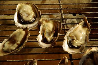 今年も牡蠣の季節がやってきた!・・兵庫・室津港にご近所の若夫婦と買出しツアー&ホームパーティー