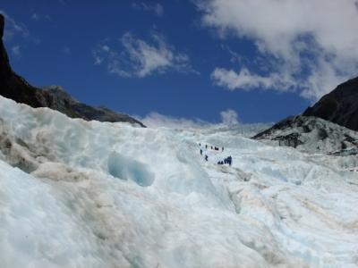 氷河トレッキングで探検家気分 (Glacier trekking made me feel like an explorer)