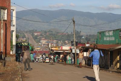 ウガンダ共和国 【カンパラからフォートポータルへの道&フォートポータル】