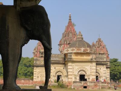 India鉄道で行く祭りと定期市(10)  ピンチの後にマハラジャ宮殿