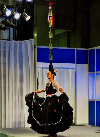 JATA旅博-5 パラグアイ アルパとボトルダンス公演 ☆驚異的なバランス感覚