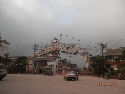 30日曜2日目2午前タイ族園への高速道路工事4kの悪路を往復