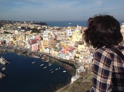 ナポリからプローチダ島、イスキア島への日帰り旅行