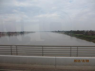 ラオス北部紀行(7)友好橋を通ってラオス国境へ。