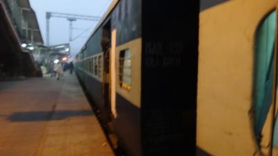 デリーからアグラへ鉄道の旅