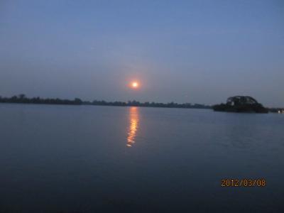 ビルマ・マンダレー特急旅行(65)夕暮のインヤ―湖。