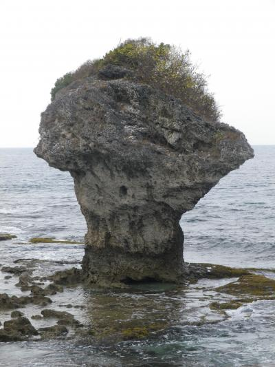 台湾 「行った所・見た所」 小琉球 ② (美人洞・霊山寺・花瓶岩)